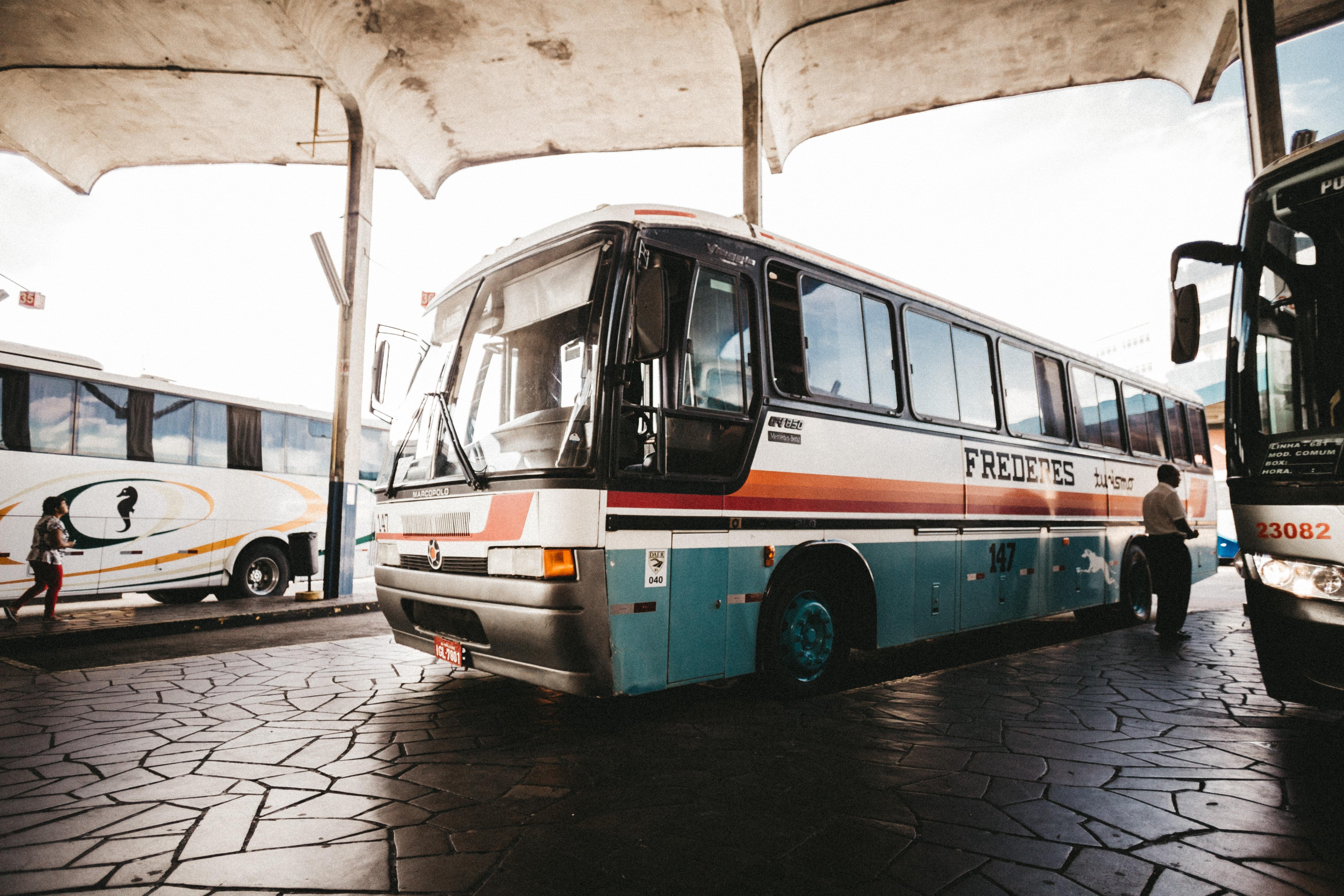 Bus Voor Lacrima School/Dagopvang Gehandicapte Kinderen